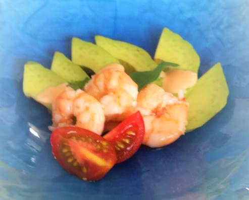 海老のオイル漬けとアボカドのサラダ